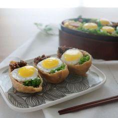 두부를 납작하게 썰어 튀긴 유부는 쫄깃한 식감이 일품이지요. 콩의 영양과 단백질이 잘 살아있는 유부에 소고기와 메추리알을 올리고 각종 채소를 다져 넣으면 맛도 좋고 영양 만점인 유부... Spicy Recipes, Raw Food Recipes, Asian Recipes, Appetizer Recipes, Cooking Recipes, Healthy Recipes, Sushi Dishes, Food Therapy, Food Goals