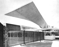 Entrada a Los Laboratorios Lederle, Calzada de Tlalpan 3092, Coyoacán, México DF, 1956   Arqs. Félix Candela y Alejandro Prieto  Foto Guillermo Zamora -  Entrance to Lederle Laboratoies, Coyoacan, Mexico City 1956