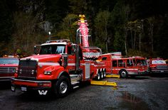 highway thru hell - Bing images Trucks Only, Big Rig Trucks, Tow Truck, Semi Trucks, Dump Truck, Fire Truck, Jamie Davis, Towing And Recovery, Emergency Equipment