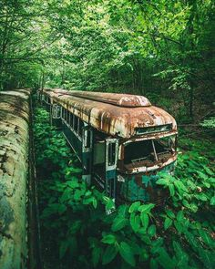 abandoned train express in Mifflin County, Pennsylvania Abandoned Buildings, Abandoned Train, Abandoned Mansions, Abandoned Places, Haunted Places, Architecture, Nature Photography, Travel Photography, Beautiful Places