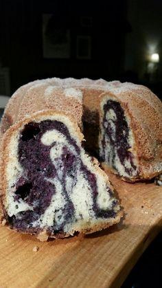 En sockerkaka smaksatt med blåbär. 3 ägg 2 1/2 dl strösocker 1 tskvaniljsocker 100 gr smör 1 dl mjölk 3 1/2 dl vetemjö...