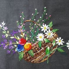 Embroidery Flowers Pattern, Embroidery Bags, Creative Embroidery, Embroidered Flowers, Flower Patterns, Embroidery Stitches, Crazy Quilt Stitches, Brazilian Embroidery, Quilt Stitching