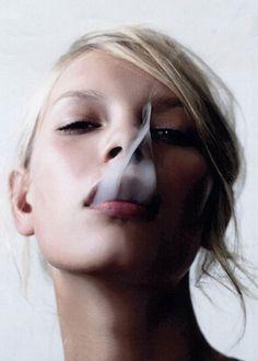love smoke cloud picturess People Smoking, Women Smoking, Girl Smoking, Portrait Photography, Fashion Photography, Photography Styles, Colour Photography, Up In Smoke, Portraits