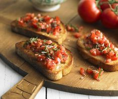 The beauty of this bruschetta recipe lies in the simple combination of fresh ingredients. This dish is a popular addition to any anti pasta plate, or delicious on its own. Seafood Recipes, Appetizer Recipes, Cooking Recipes, Seafood Menu, Italian Appetizers, Party Appetizers, Bruchetta Recipe, Tomato Bruschetta, Bruschetta Bar