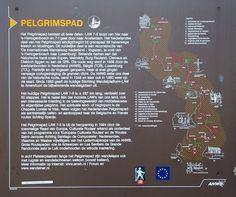 Nieuw infobord over het Pelgrimspad, in Mesch bij de St. Pancratiuskerk