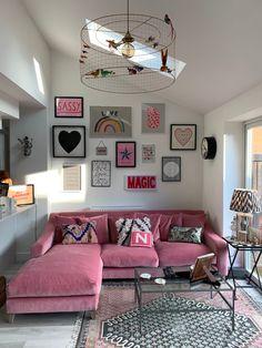 25 Stylish Living Room Decor Ideas For Any Budget – BuzzKee Living Room Designs, Living Room Decor, Bedroom Decor, Pink Living Rooms, Living Room Gallery Wall, Gallery Walls, Living Area, Home Decor Inspiration, Decor Ideas