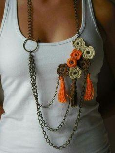 cuellos y collares de crochet/ganchillo Más Love Crochet, Diy Crochet, Crochet Crafts, Crochet Flowers, Crochet Projects, Crochet Accessories, Handmade Accessories, Diy Fabric Jewellery, Crochet Bracelet
