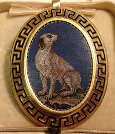 Gold brooch with a micromosaic of a seated dog #mosaicjewelry #micromosaic #vintagemosaicjewelry