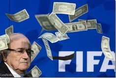 Un comediante lanza billetes de dólar a Blatter en la asamblea de la FIFA (Video) - http://www.leanoticias.com/2015/07/20/un-comediante-lanza-billetes-de-dolar-a-blatter-en-la-asamblea-de-la-fifa-video/