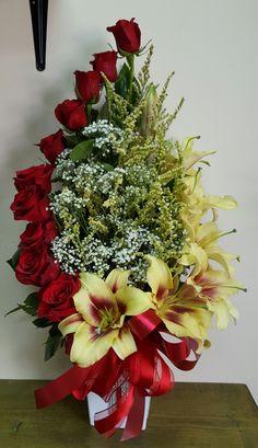 Arranjo florais Funeral Floral Arrangements, Flower Arrangement Designs, Unique Flower Arrangements, Flower Centerpieces, Flower Decorations, Exotic Flowers, Beautiful Flowers, Flower Shop Decor, Flower Garland Wedding