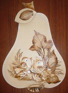 Jablka, hrušky slunečnice | Hruška ptáčci | Keramika Dori Tole Painting, Air Dry Clay, Wall Sculptures, Fruit, Heart, Totem Poles, Little Birds, Shells, Cold Porcelain