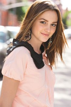 Inspiring image beautiful, blair waldorf, cute, fashion, gossip girl - Resolution - Find the image to your taste Leighton Meester Hair, Leighton Marissa Meester, Celebrity Beauty, Celebrity Style, Blair Waldorf Hair, Blair Waldorf Makeup, Gossip Girl Cast, Model Legs, Gossip Girl Fashion