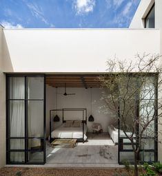 Mexico. An introverted house designed around two patios - Domus Mexican House, Bedroom Designs For Couples, Wooden Beams Ceiling, Raised House, Journal Du Design, Interior Decorating, Interior Design Living Room, Internal Courtyard, Weekend House