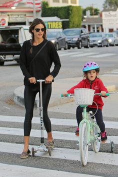 Alessandra Ambrosio spends the afternoon with her daughter, having fun on the scooter and shopping in Brentwood, CA - January 22, 2015