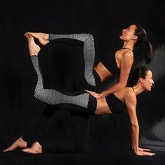 You are not boxed in by this body or by your mind. You are so much more, you are everything and everything is in you! So don't contain it, step out of that box and share your awesomeness with the world. 🔲❤️ #chintwins wearing @aloyoga by @nigelbarker