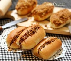 Resep Beef Floss Bun aka Roti Abon mini,-step by step- ^^ oleh Tintin Rayner Soft Bread Recipe, Bread Recipes, Cooking Recipes, Roti Bread, Bread Cake, Husband Lunch, Bread Shaping, Easy Meals For Two, Sweet Buns