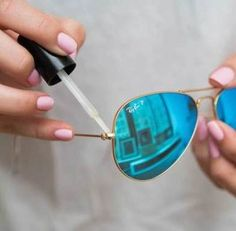 These are so many life hacks that nobody told me about! It amazes me how clever and resourceful people can be with everyday objects. Just plain useful tips and tricks for common problems. Life hacks for girls. Life hacks for guys!
