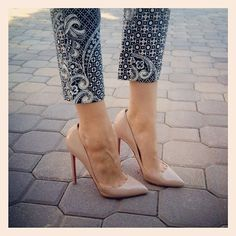 nude patent pumps. <3