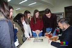 Firma de libros con Jesús Sánchez Adalid tras el Encuentro con Auor, con alumnos del IES Muñoz-Torrero