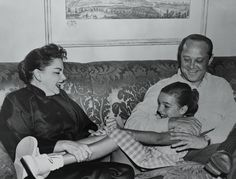 Judy Garland molested by 'Wizard of Oz' munchkins on set, ex-husband claims Plaza Hotel, Old Hollywood Stars, Classic Hollywood, Judy Garland Children, Wizard Of Oz Munchkins, Judy Garland Liza Minnelli, Gena Rowlands, Great Comebacks, Classic Movie Stars