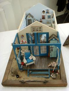 Oh how I adore this twelfth scale beach hut :)