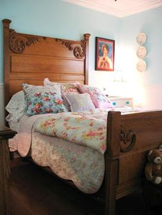 antique bed - idea / quilt between mattress and box spring = bedskirt