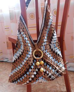 Granny Square ideas... Nice colors... 3 Grannies = A Bag.. ༺✿ƬⱤღ✿༻