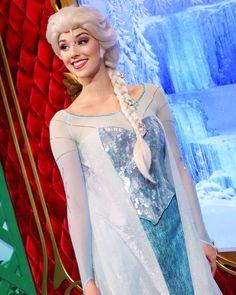Frozen Cosplay, Elsa Cosplay, Frozen Elsa And Anna, Disney Frozen, Walt Disney Pictures Movies, Alice In Wonderland Pictures, Disneyland Princess, Frozen Face, Hong Kong Disneyland