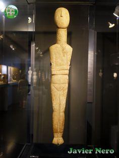 """Tipo canónico, variedad Spedos Atribuido a un """"Maestro de Naxos"""" II periodo. Fase Syros (2800-2300 a.C.) Museo del Arte Cicládico, Atenas."""
