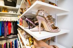 From my point of view, buying in duplicate or several copies justifies when you use a lot of basic pieces or when you want to create a style based Dressing Room Decor, Dressing Room Closet, Dressing Room Design, Shared Closet, Hanging Clothes, Wardrobe Design, Shoe Organizer, Shoe Storage, Organization Hacks