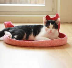 Cat bed cat cave cat house ecofriendly handmade by AgnesFelt Needle Felted Ornaments, Felt Ornaments, Gifts For Pet Lovers, Cat Gifts, Cat Mat, Red Bedding, Felted Slippers, Cat Sleeping, Diy Stuffed Animals