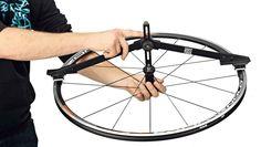 En MERKABICI te explicamos cómo centrar la rueda de tu bicicleta.