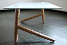 Table Basse à deux pieds