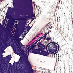 A few from my daily #makeupbag including @lauramercier @makeuprevolution @esteelauder @caudalie and @maccosmetics #makeuptalk #makeupjunkie #beautyblogger #bbloggers #beautyblog #bblog #makeupguru #beautybox #instamakeup #instadaily #love #vsco #vscocam #vscofilter #lauramercier #makeuprevolution #caudalie