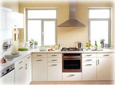 As cozinhas pequenase modernas podem ser realmente muito complicadas de decorar e organizar, não só pela sua dimensão como também pela necessidade de inco