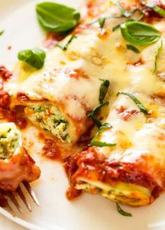 Close up photo of 2 pieces of Spinach and Ricotta Cannelloni with tomato pasta sauce on a plate Food Recipes For Dinner, Food Recipes Keto Spinach And Ricotta Canneloni, Spinach Cannelloni, Spinach And Cheese, Beef Cannelloni Recipes, Manicotti Recipe, Stuffed Pasta, Goat Cheese, Suppers, Healthy Foods