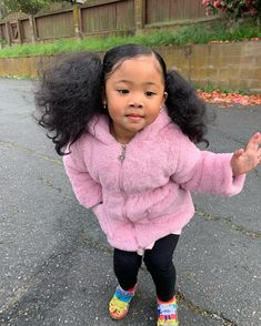 Check the Glass heels 😂👠 Cute Mixed Babies, Cute Black Babies, Black Baby Girls, Beautiful Black Babies, My Baby Girl, Cute Babies, Baby Boys, Cute Swag Outfits, Cute Baby Girl Outfits