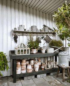 Pottingbench and mini greenhouse