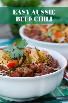 No game on TV? Don& go without the chili too! Bust out the crockpot and let this old favorite bubble all day long. Make a big batch, freeze, and always have an easy dinner at the ready. Chowder Recipes, Chili Recipes, Meat Recipes, Mexican Food Recipes, Dinner Recipes, Cooking Recipes, Healthy Recipes, Paleo Meal Plan, Crockpot