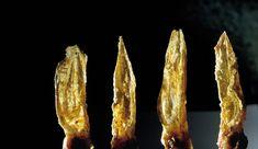 oreja de conejo frita con hierbas secas aromáticas. El bulli