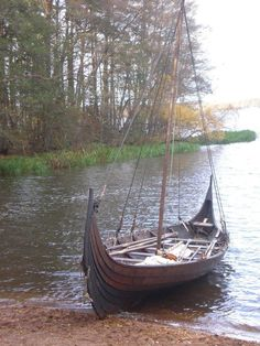 This is another picture of the viking ship Stefnir. It's the most beautiful ship in the world Viking ship Stefnir II Viking Yachts, Norwegian Vikings, Viking Culture, Viking Life, Wooden Boat Building, Norse Vikings, Ancient Vikings, Viking Ship, Boat Design