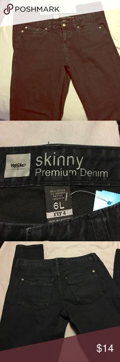 Mossimo skinny Jean Like new black Mossimo skinny jean size 6, small mark on leg, as shown in picture, not noticeable Mossimo Supply Co. Jeans Skinny
