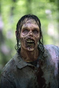 The Walking Dead Zombie Walker The Walking Dead, Walking Dead Returns, Walking Dead Season 6, Walking Dead Zombies, Zombie Makeup, Fx Makeup, Best Zombie, Zombie Walk, Zombie Pics