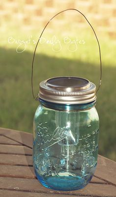 Birgit's Daily Bytes: Beautifying The Garden - Easy, Inexpensive Solar Lanterns Solar Light Crafts, Diy Solar, Solar Led, Solar Mason Jars, Mason Jar Lamp, Mason Jar Projects, Mason Jar Crafts, Diy Projects, Dollar Store Crafts
