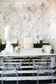 Big Bold Floral Decor Pinspiration Design Trends 2018 White Paper Flower Wall Decor In Home Office # Paper Flower Wall, Flower Wall Decor, Paper Flowers, Wall Flowers, Home Office Design, Home Office Decor, Home Decor, Office Setup, Office Designs