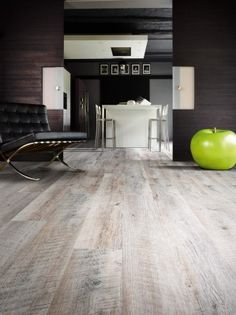 Castle Oak 55935 - Wood Effect Luxury Vinyl Flooring - Moduleo