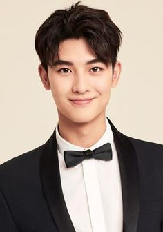 Chinese Hairstyle Boy, Asian Guy Hairstyles, Handsome Asian Men, Handsome Boys, Asian Actors, Korean Actors, Seoul, Girl Drawing Pictures, Cool Boy Image