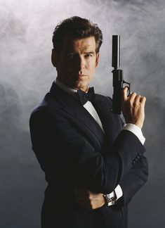 Pierce Brosnan, como James Bond, en el filme The World is Not Enough, 1999