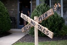 < ANDIAMO >: pirate party signage along the entry path really sets the mood. Pirate Halloween, Pirate Day, Pirate Life, Pirate Birthday, Halloween 2016, Pirate Theme, Outdoor Halloween, Halloween House, 5th Birthday