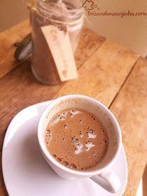 Brisando na Cozinha: Pó para - Delicioso e cremosinho! Chocolate Cafe, Hot Chocolate Coffee, Cappuccino Recipe, Cappuccino Machine, Cappuccino Coffee, Chocolates, Vegetable Drinks, Frappuccino, Coffee Drinks